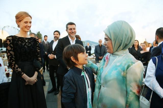 Cumhurbaşkanı Erdoğan ünlülerle iftarda buluştu