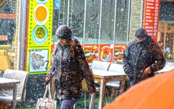 İstanbul'da kar akşamla buluştu