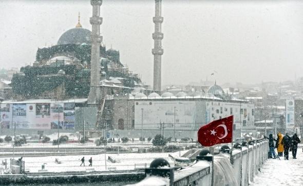İstanbul karla beyaza büründü