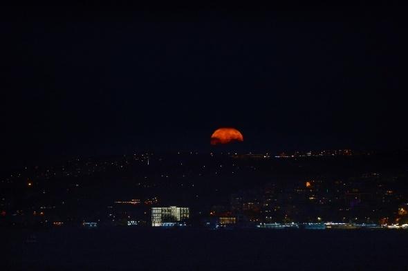 İstanbul'dan görüntülenen Süper Ay fotoğrafları