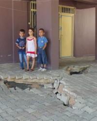 Hatay'da bir mahalle çöküyor