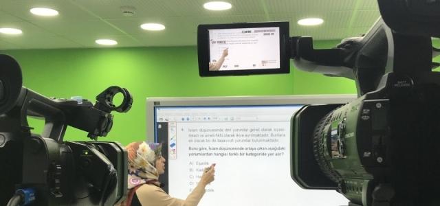 30 gönüllü öğretmen öğrencilerin eğitimine katkı sunmak için kamera karşısına geçti