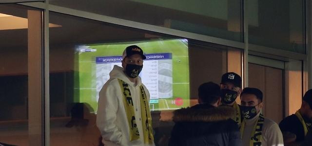 Mesut Özil tribünde