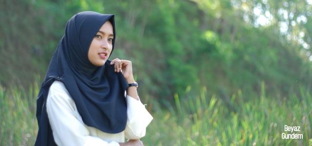 Müslüman kıza 'etek boyu' baskısı!