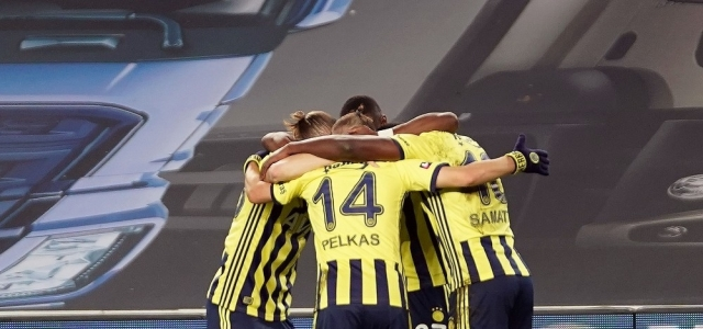Süper Lig: Fenerbahçe: 1 - Hes Kablo Kayserispor: 0 (İlk yarı)
