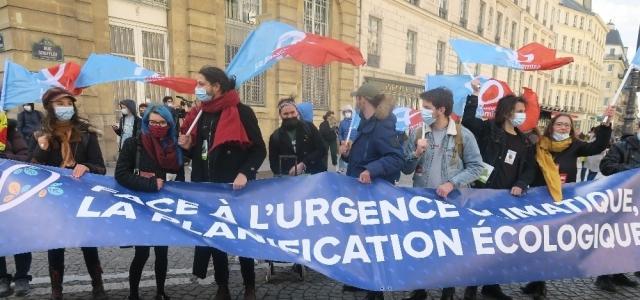 Fransa'da çevreci öğrencilerden küreselleşme karşıtı protesto