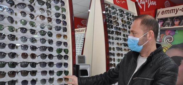 Kars'ta gözlükçüler yaz sezonunu açtı