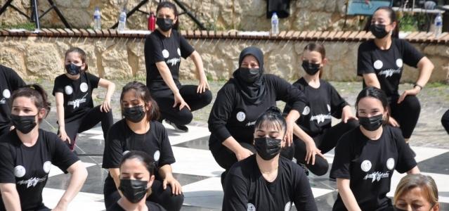 Kozan HEM öğrencilerinden polislere sürpriz