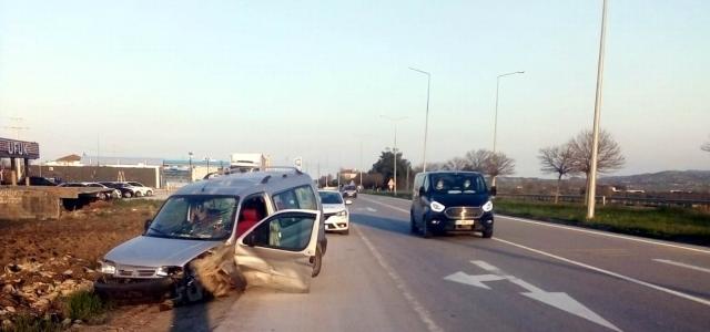 Samsun'da otomobil aydınlatma direğine çarptı: 1 yaralı