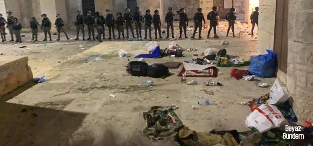 İsrail Mescid-i Aksa'da kadın ve çocuklara saldırdı