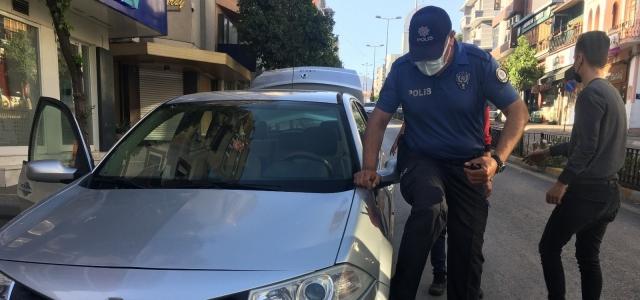 Otomobilinin lastiği patlayan sürücünün imdadına polis ekipleri yetişti