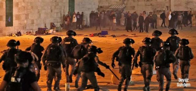 Siyonist İsrail'den namaz çıkışı terör saldırısı!