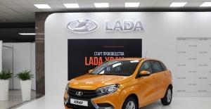 Medvedev, yeni model Lada XRAY'i test etti
