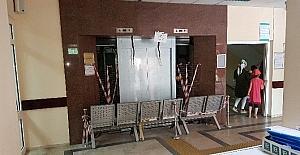 Devlet Hastanesi'nin eski asansörü yenileniyor