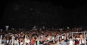 Zeki Müren'i Anma Konseri'nde izdiham