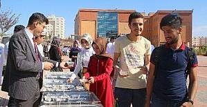 7 Aralık Üniversitesinde öğrencilere aşure ikram edildi