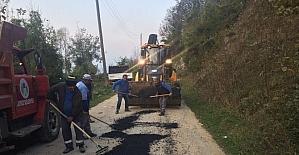 Akyazı'da asfalt yama çalışmaları sürüyor