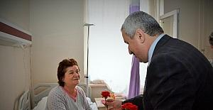 Başkan Baran'dan hastalara moral ziyareti