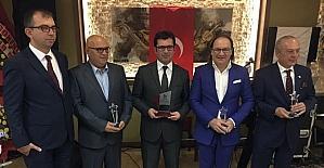 Bergama'da kültür ve sanata katkı sağlayanlar ödüllendirildi