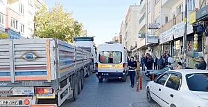 Besni ilçesinde kamyonet yaşlı kadına çarptı
