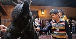 Bilgievi öğrencileri atlı eğitim merkezini ziyaret etti