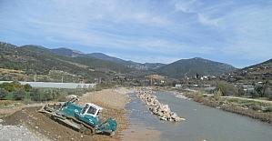 DSİ Gazipaşa'da dere ıslah çalışmalarına devam ediyor