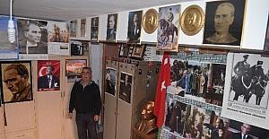 İki evini Atatürk fotoğrafları ile donattı