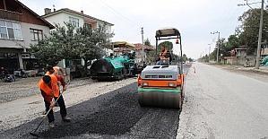 Kuzuluk yolu asfalt çalışmaları sürüyor