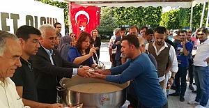MHP Adana İl Başkanlığı, Atatürk Parkı'nda vatandaşlara aşure ikramında bulundu