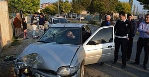 Otomobil evin duvarına çarptı: 1 yaralı
