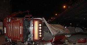 Samsun'da TIR devrildi: 1 yaralı