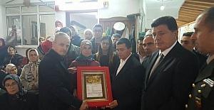 Şehit askerin ailesine 'Şehadet Belgesi' teslim edildi