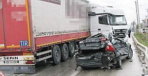 TIR otomobili biçti: 1 yaralı
