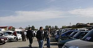 Trabzon'da oto pazarı bu yılın en hareketli gününü yaşıyor