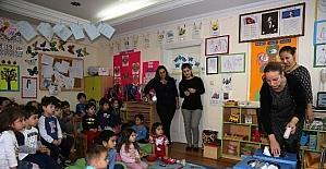 Anaokulu öğrencilerine geri dönüşüm semineri