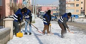 Aziziye karla mücadelede hız kesmiyor