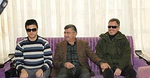 Başkan Akdoğan görme engellilere baston dağıttı
