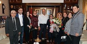 Başkan Sözlü'den kadın muhtarlara çiçekli kutlama