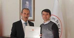 CÜ Rektörü Yıldız, öğretim üyelerine teşekkür belgesi verdi