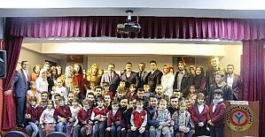 Elazığ'da öğrencilere kırtasiye ve kıyafet yardımı yapıldı