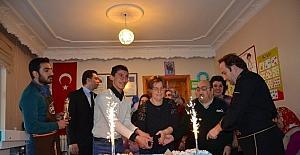 Engelsiz yaşam merkezinde pastalı kutlama