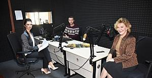 Gülsin Onay piyano günlerini Radyo Mutlu'da paylaştı
