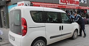 Kaldırıma araç park edenlere ceza yazılıyor