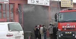 Kulu'da iş yeri yangını