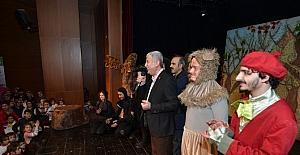 La fonten Orman Mahkemesi adlı tiyatro oyununa yoğun ilgi