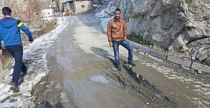 Mahalle halkı yolun onarılmasını istiyor