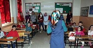 Öğrencilere Hijyen eğitimi veriliyor