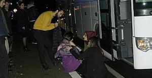 Öğrencileri taşıyan otobüs ile...