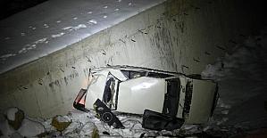 Otomobiliyle 20 metreden uçuruma düştü,...
