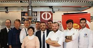 """""""Üniversiteliler Mutfakta Çalıştayı"""" kapılarını Anadolu Üniversitesi Turizm Fakültesi'nde açtı"""